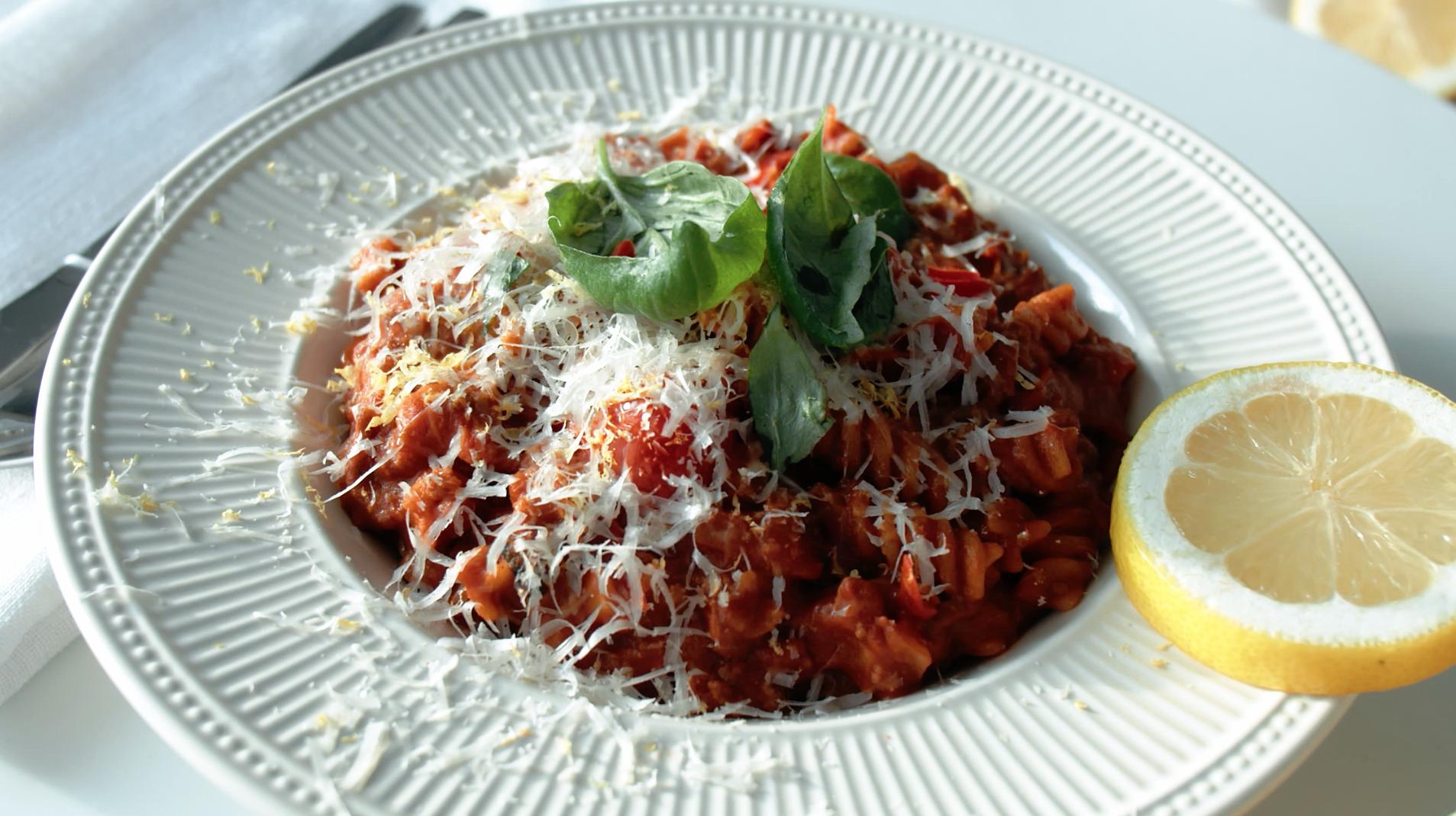 coach-nutrition-recept-Rode-pasta-saus-gepofte-cherry-tomatensaus